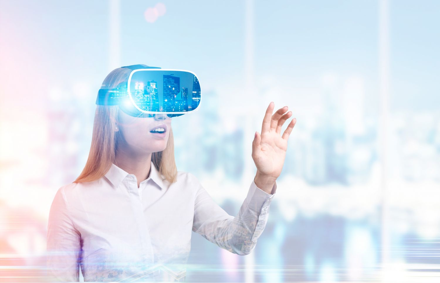 Business-Frau mit VR-Brille; Thema: Holografie